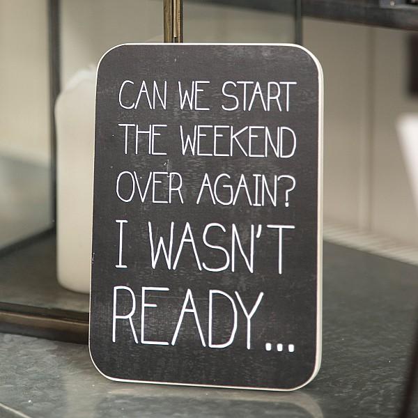 Wooden Sign Können wir das Wochenende von vorne beginnen?