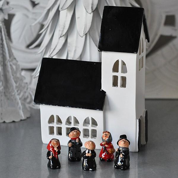 Kirche mit Kirchenleuten