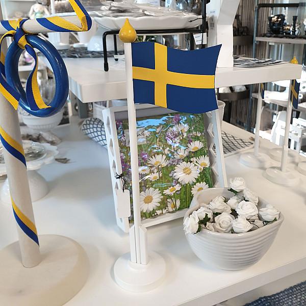 Bordsflagga i trä Sverige - Mellan