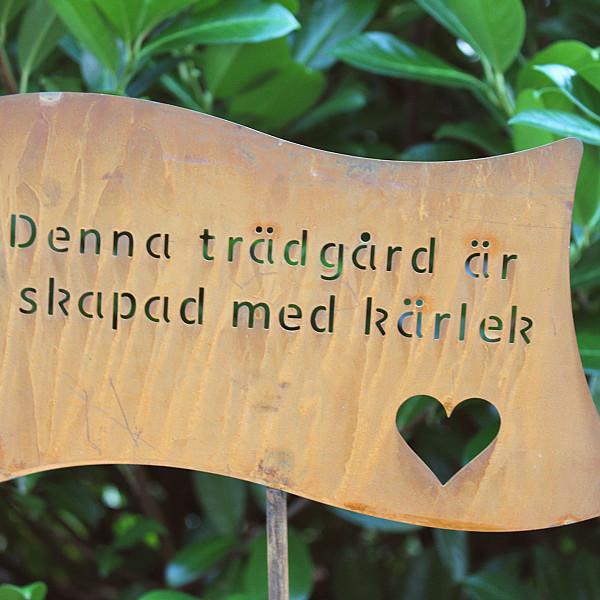 Skylt Denna trädgård är skapad med kärlek