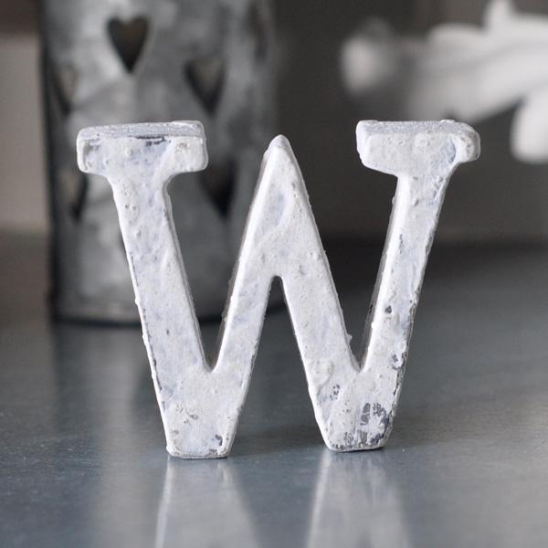Liten bokstav i trä W - Vit