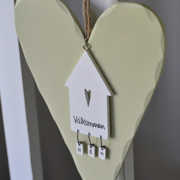 Wooden Heart and sign House Välkommen HEM