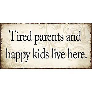 Magnet Müde Eltern und glückliche Kinder leben hier