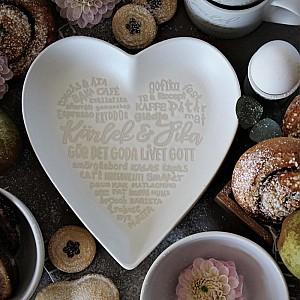 Majas Heartshaped Plate Kärlek & Fika