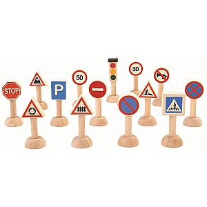 Trafikskyltar i trä