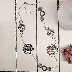 Necklace with round plates