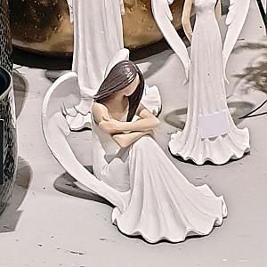 Engel Bianca sitzend