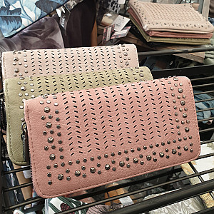 Brieftasche mit Nieten